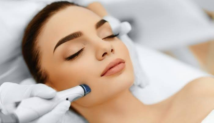 Does Hydrafacial Make You Look Younger?