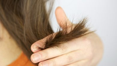 What causes dead ends in hair?